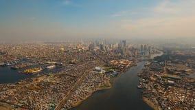 Ciudad aérea con los rascacielos y los edificios Filipinas, Manila, Makati almacen de video