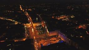 Ciudad aérea de la noche del tiro almacen de metraje de vídeo