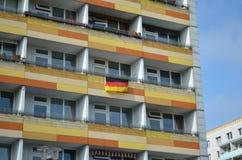 Ciudad adornada con las banderas alemanas Foto de archivo