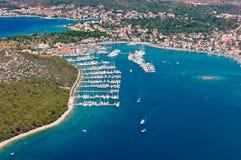 Ciudad adriática del puerto de la navegación de Rogoznica, puerto deportivo, Dalmacia, Croacia imagenes de archivo