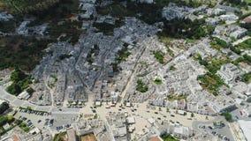 Ciudad Alberobello Apulia de Trulli en vuelo del abejón 4k de Italia almacen de metraje de vídeo