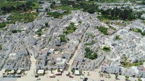 Ciudad Alberobello Apulia de Trulli en vuelo del abejón 4k de Italia metrajes