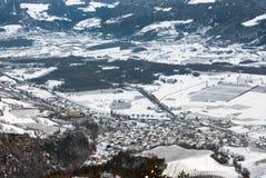 Ciudad alpina, Italia septentrional Foto de archivo libre de regalías