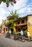 Ciudad antigua de Hoi An debajo del cielo azul Fotos de archivo