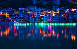 Ciudad antigua de Zhenyuan en el río de Wuyang en la provincia de Guizhou, China fotos de archivo