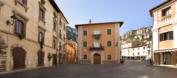 Ciudad antigua del centro de Tagliacozzo de Italia Foto de archivo libre de regalías