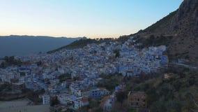 Ciudad azul famosa Chefchaouen de Medina en la puesta del sol, Marruecos, timelapse 4k almacen de video