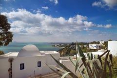 Ciudad blanca y azul en Túnez Imagenes de archivo