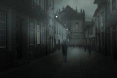 Ciudad brumosa con la gente borrosa Fotos de archivo