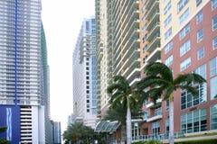 Ciudad céntrica de Miami con los edificios coloridos imágenes de archivo libres de regalías