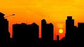 Ciudad céntrica en la puesta del sol, silueta del horizonte imagen de archivo