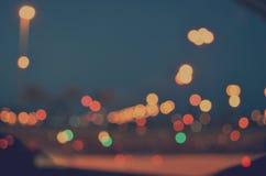 Ciudad colorida Bokeh en un fondo oscuro Imagen de archivo libre de regalías