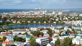 Ciudad colorida de Reykjavik foto de archivo libre de regalías