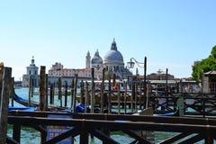 Ciudad colorida de Santa Maria della Salute Beautiful del Gran Canal y de la basílica de Venecia, Italia, catedral vieja fotos de archivo