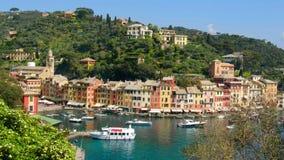 Ciudad colorida ligur pintoresca de Portofino - Génova - Italia metrajes