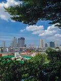 Ciudad con el cielo azul Imagen de archivo libre de regalías