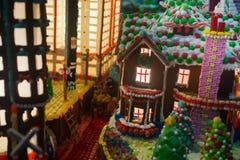 Ciudad con multi-colores de casas, edificio de oficinas, C del pan de jengibre foto de archivo libre de regalías