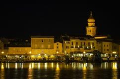 Ciudad croata en la noche Imagen de archivo libre de regalías