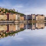 Ciudad cuadrada de Lyon de la visión con la reflexión en Soane Foto de archivo