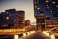 Ciudad Düsseldorf de la noche Hotel Hyatt Mundo de la belleza de Alemania Fotografía de archivo libre de regalías