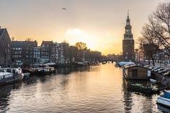 Ciudad de Amsterdam, río fotografía de archivo