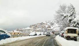 Ciudad de Arachova en los moutains de Delphi imagen de archivo