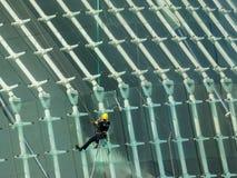 Ciudad de artes y de la ciencia en Valencia, Espa?a, limpieza de ventanas imagen de archivo libre de regalías