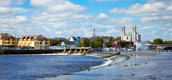 Ciudad de Athlone y río de Shannon Fotografía de archivo libre de regalías