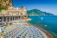 Ciudad de Atrani, costa de Amalfi, Campania, Italia fotografía de archivo