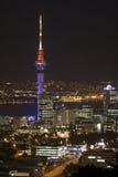 Ciudad de Auckland y torre del cielo en N Fotografía de archivo libre de regalías