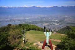 Ciudad de Azumino y montañas de Japón Imagenes de archivo