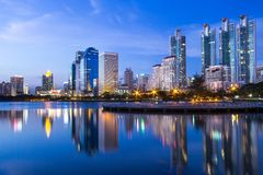 Ciudad de Bangkok céntrica en la noche Fotos de archivo