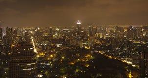 Ciudad de Bangkok en el panorama de la ciudad de la noche foto de archivo libre de regalías