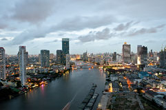 Ciudad de Bangkok en la noche foto de archivo libre de regalías