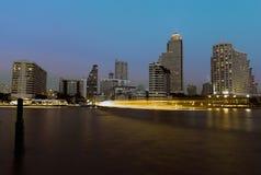 Ciudad de Bangkok en la noche fotos de archivo libres de regalías