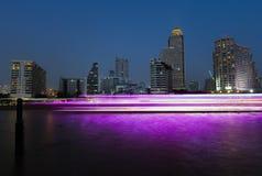 Ciudad de Bangkok en la noche foto de archivo