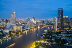 Ciudad de Bangkok en la noche, el hotel y el área residente en el capit Fotos de archivo