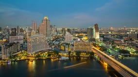 Ciudad de Bangkok en la noche, el hotel y el área residente en el capit Fotos de archivo libres de regalías