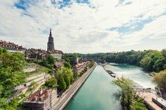 Ciudad de Berna a lo largo del río de Aare en Berna, Suiza Fotos de archivo libres de regalías