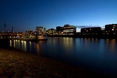 Ciudad de Bremen en la noche Fotos de archivo libres de regalías