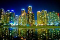 Ciudad de Busán en la noche, Corea del Sur imagen de archivo libre de regalías