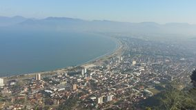 Ciudad de Caraguatatuba en el Brasil Fotos de archivo libres de regalías