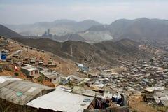 Ciudad de chabola en Lima, Suramérica Fotos de archivo libres de regalías