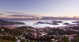 Ciudad de Charlotte Amalie y puerto Imagen de archivo