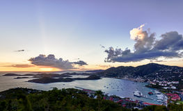 Ciudad de Charlotte Amalie y puerto Foto de archivo libre de regalías