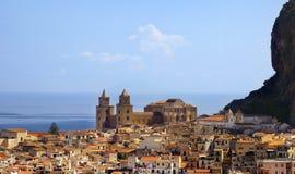 Ciudad de Chefalu, Sicilia Fotos de archivo libres de regalías