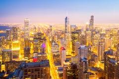 Ciudad de Chicago céntrica en la oscuridad Imagen de archivo libre de regalías