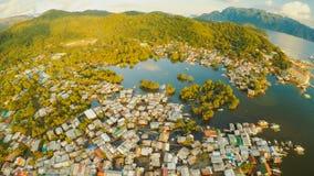 Ciudad de Coron de la visión aérea con los tugurios y el distrito pobre PALAWAN BU Imágenes de archivo libres de regalías