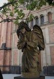 Ciudad de Düsseldorf, un ángel delante de la iglesia del ` s de St John Imágenes de archivo libres de regalías