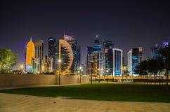 Ciudad de Doha, Qatar en la noche Fotografía de archivo